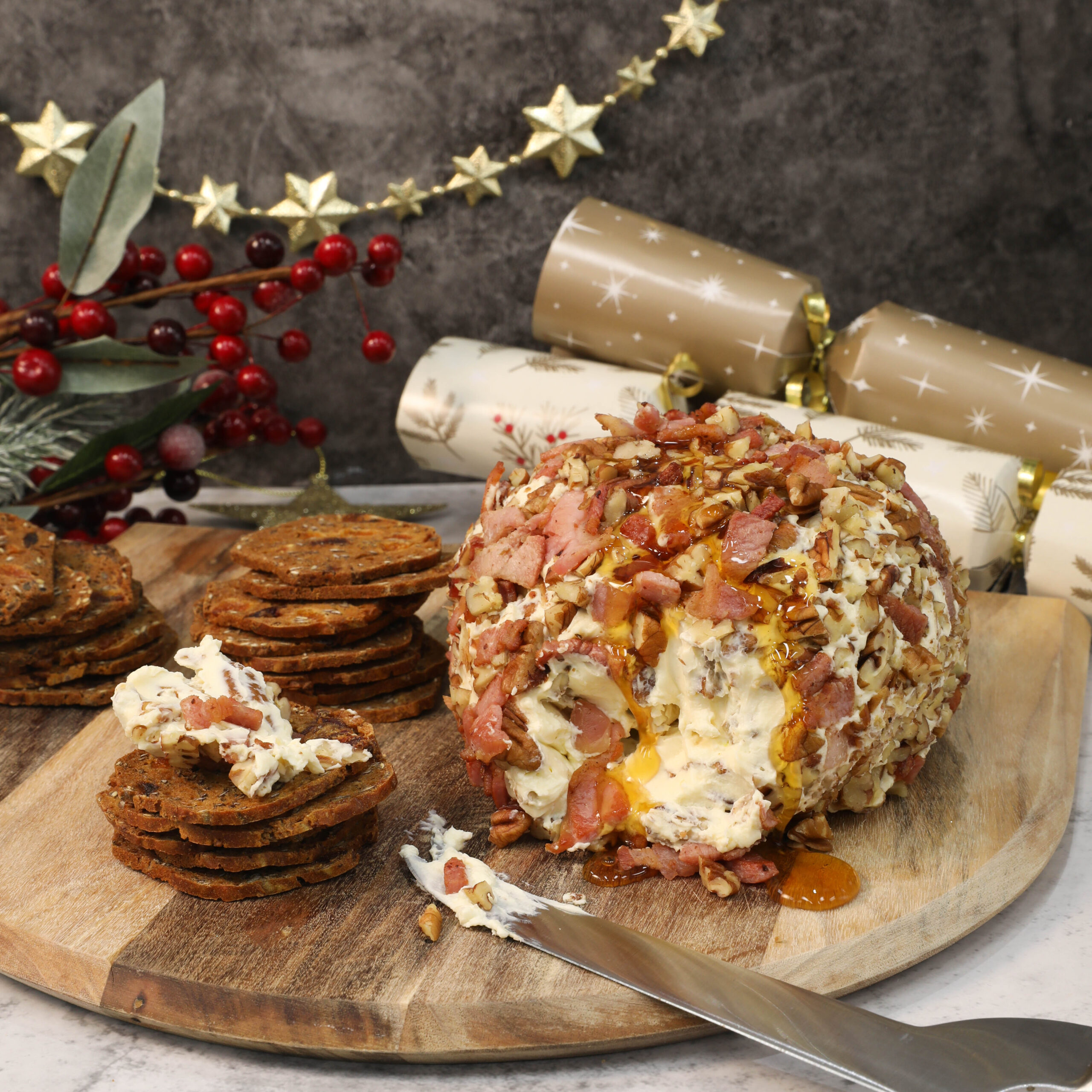 Bacon,maple and pecan cheeseball
